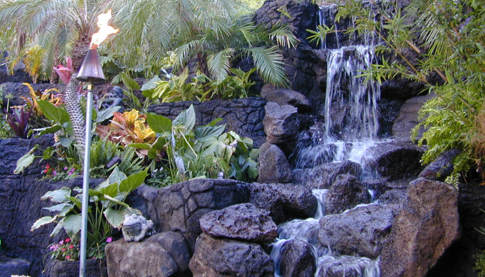 Island-style rock gardens, walls and water features